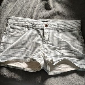 H&M blue and white striped shorts